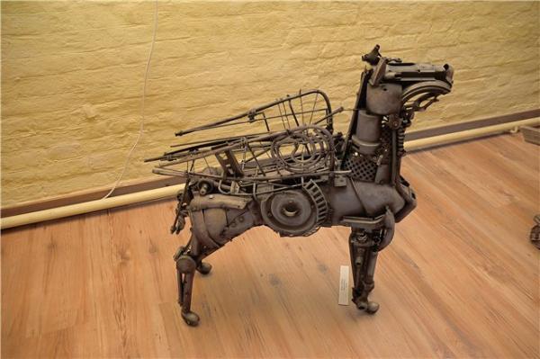 Механическая скульптура в женском исполнении (Фото 5)