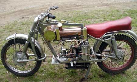 а такие мотоциклы на паровой тяге действительно выпускались в германии начала прошлого века