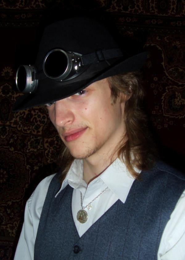 шляпа и гоглы