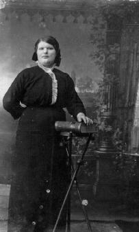 Женщина с книгой. г. Каинск
