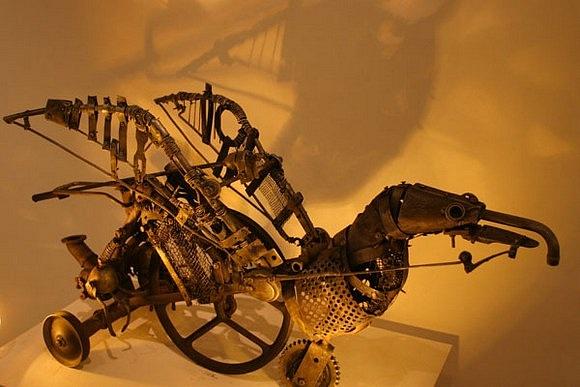 Механическая скульптура в женском исполнении (Фото 3)