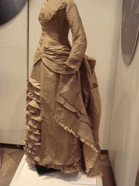 """На выставке """"Мода Викторианской эпохи"""" - платья и аксессуары 1830 - 1900 годов из собрания Александра Васильева, Париж (Фото 3)"""