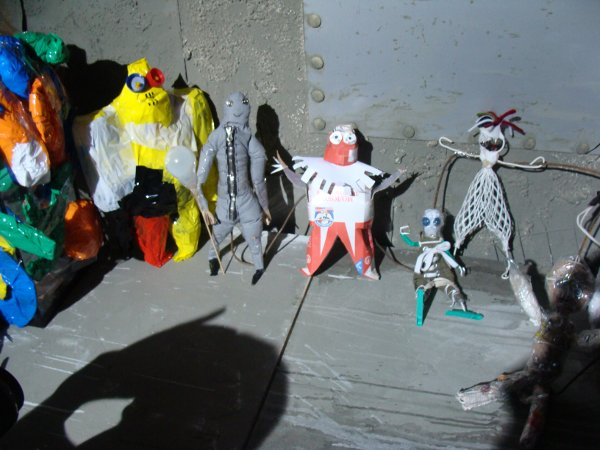 Главные персонажи мультфильма Девять, сделанные из вторсырья