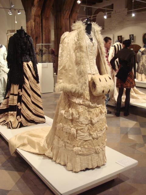 """На выставке """"Мода Викторианской эпохи"""" - платья и аксессуары 1830 - 1900 годов из собрания Александра Васильева, Париж (Фото 17)"""