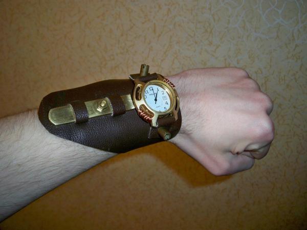 Часы-напульсник в стимпанк-стиле.