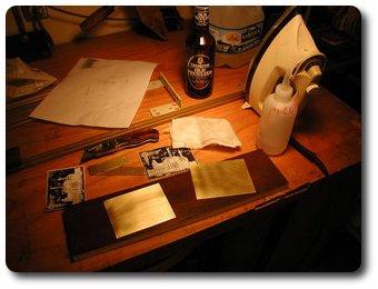 Очищаем пластинки алкоголем