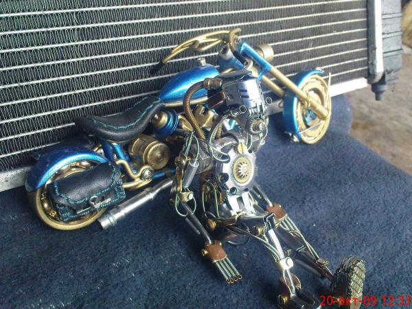 робот байкер в стиле киберпанк (Фото 5)