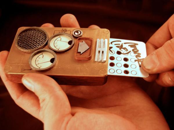 Для использования стимпанк телефона необходимо иметь перфокарты
