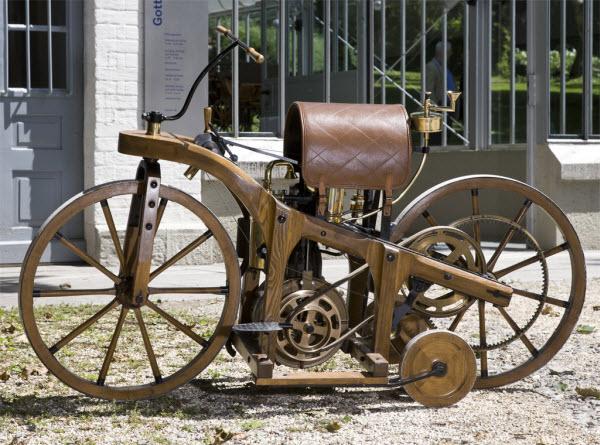 Деревянный мотоцикл Даймлера