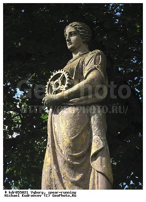 Памятник шестерёнке и женщине