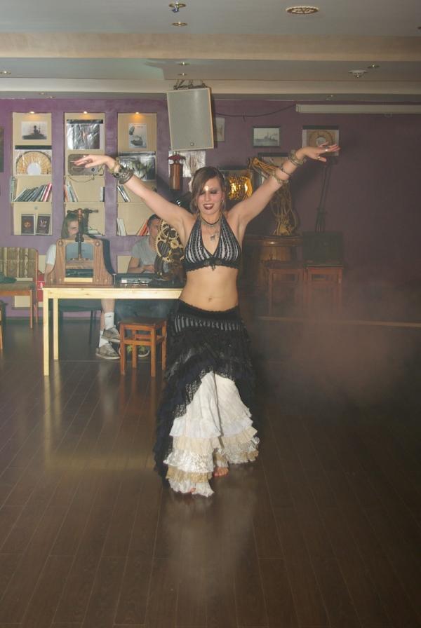 Трайбл-танцовщица