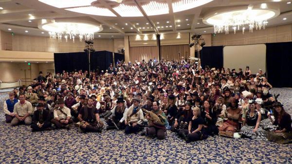 510 человек в стимпанк-костюмах