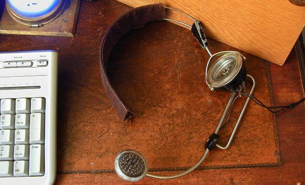 Наушник-микрофон