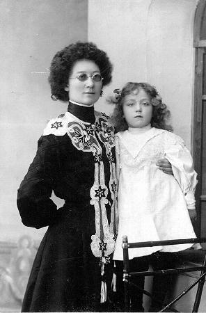 Дукинская с дочерью Галиной. Томск.