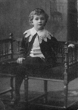 Мальчик на скамье. Новониколаевск