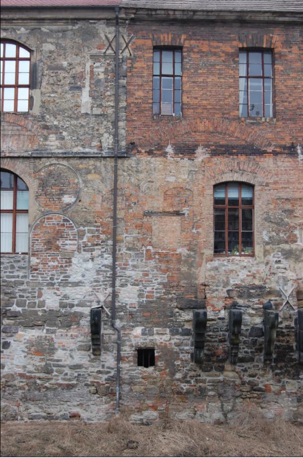 Старые стены