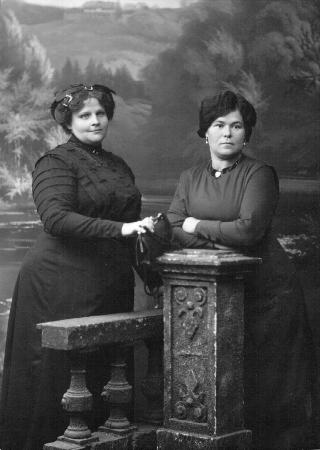 Назарова Прасковья Ивановна (слева). г. Чита.