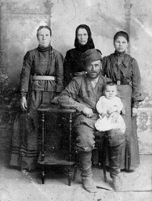 Переселенец с Кавказа с семьей. Был ломовым извозчиком в Новониколаевске.