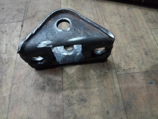 Крепление для говорящего ящика из авто хлама.