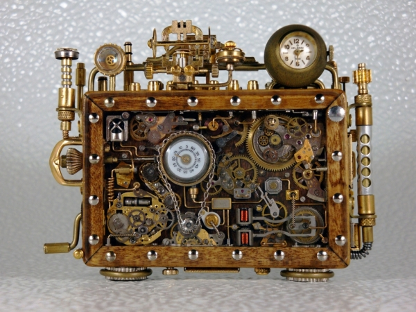 Steampunk или clockpunk Portable Time Machine 3