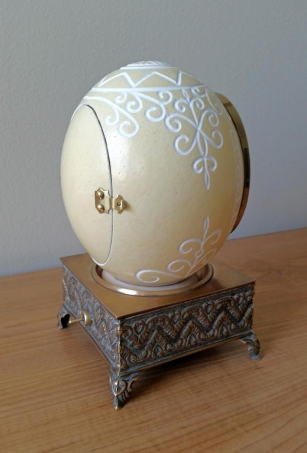 Часы в яйце