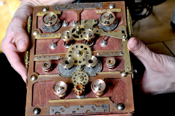 Стимпанк синтезатор Виталий Доронин Steampunk synth светлее 06