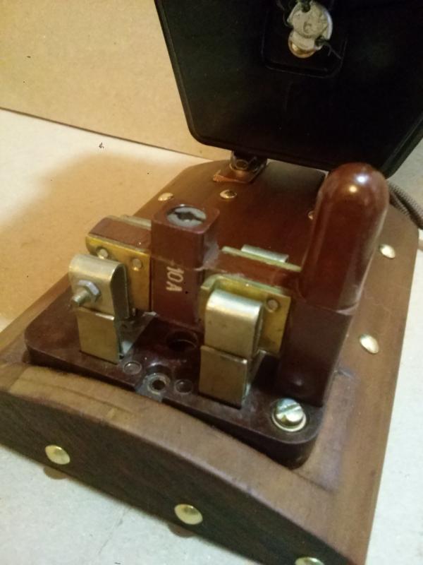 Часы в корпусе электросчётчика.
