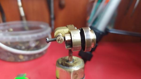 Мини паровой двигатель из хлама