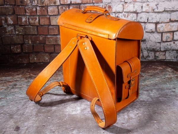 Рюкзак-ранец с намёком на стимпанк