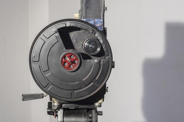 Действующая модель - реплика старинной кинокамеры (Российская Империя, 1894).