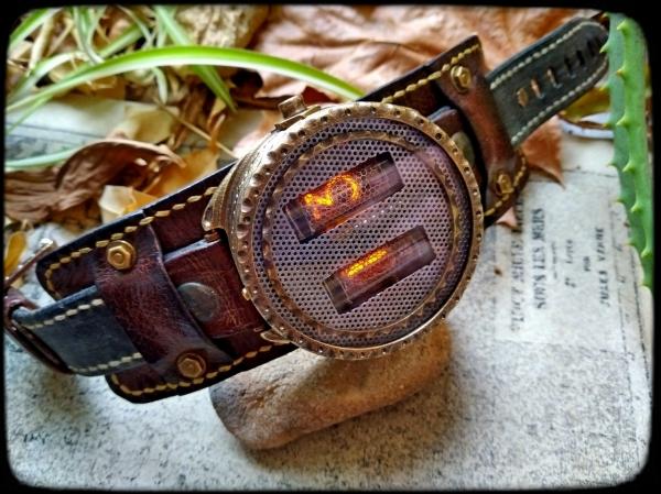 Наручные часы на газоразрядных индикаторах Demon
