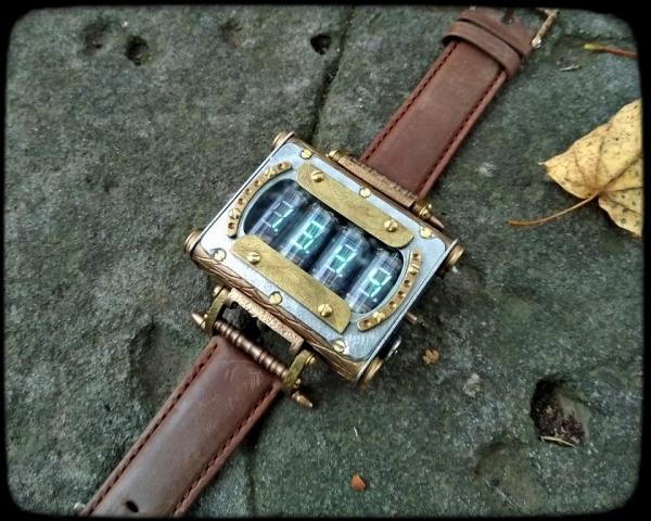 Портативные часы Машина времени на лампах ИВ-3А