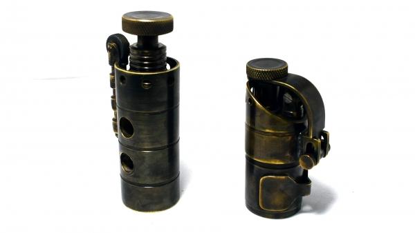 Пара зажигалок из латунной трубы