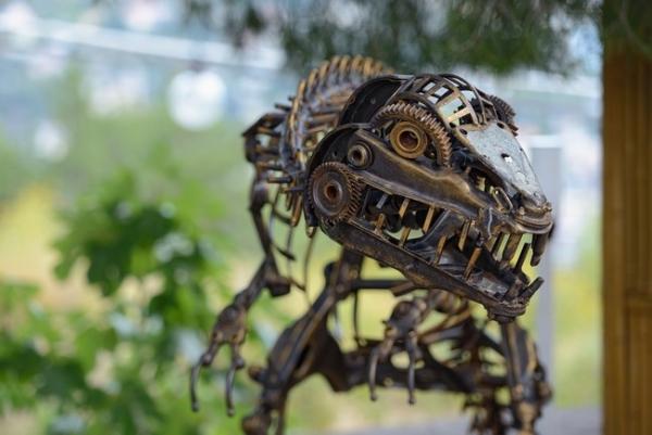 Скульптуры из металла в Ялте...