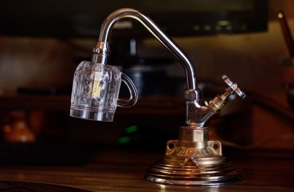 Настольный светильник Губит людей не пиво...