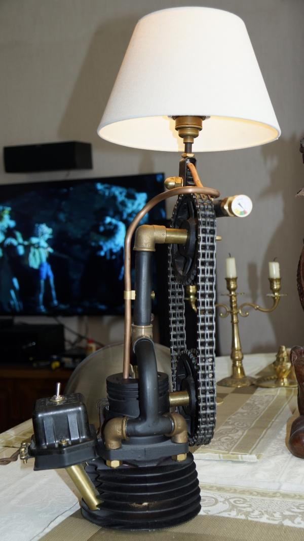 Лампа сделанная из частей мотоцикла Урал (ну и ВАЗ пригодился местами)