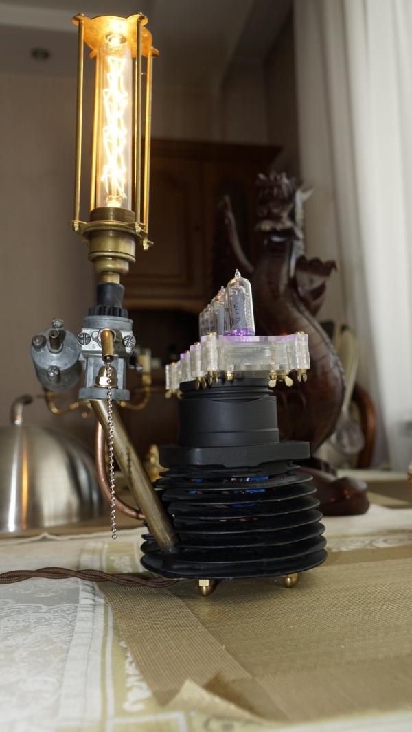 Лампа номер два из Урала с часами