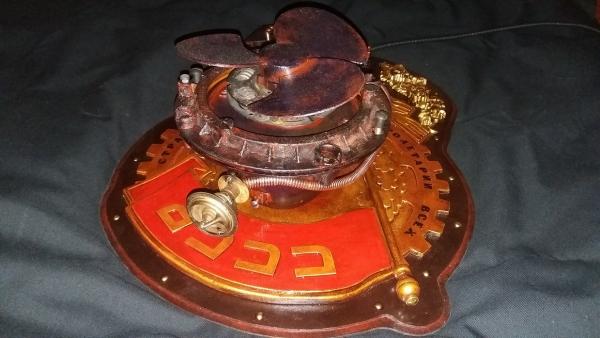 Арт-объект: Орден инженера Циолковского.