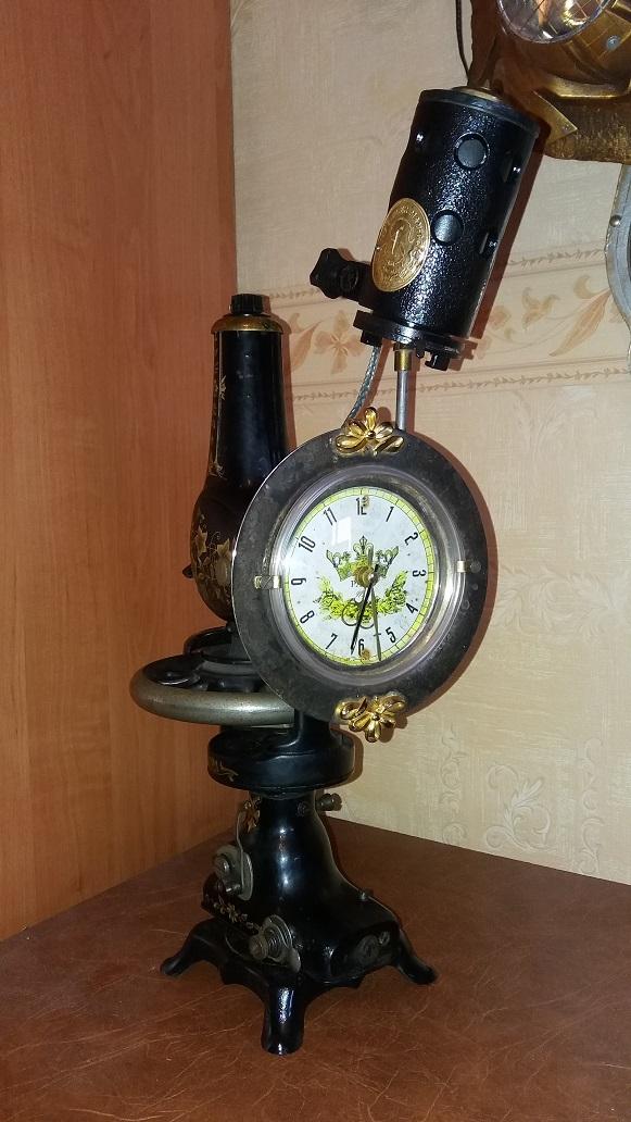 Часы с подсветкой из Зингера.
