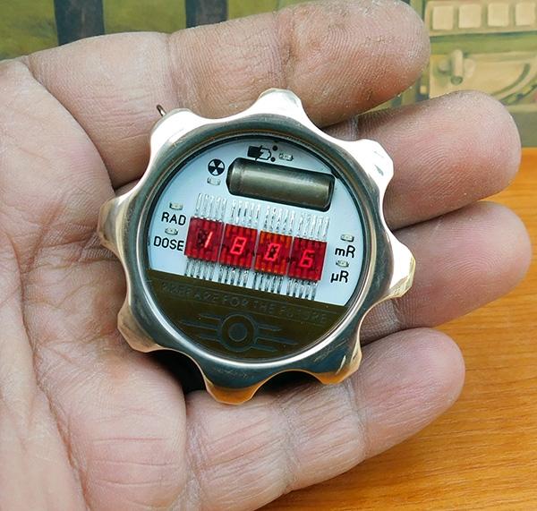 Карманные часы-дозиметр в стиле Fallout