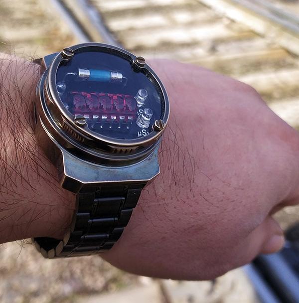 Наручные часы-дозиметр в стиле METRO 2033/LL