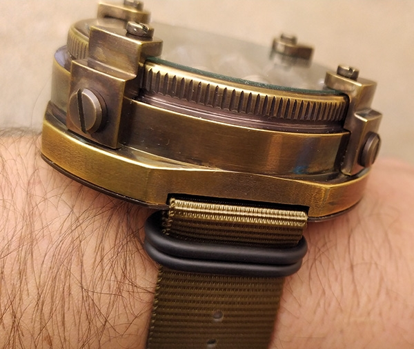 Часы-дозиметр по мотивам METRO Exodus, потенциально наручные.