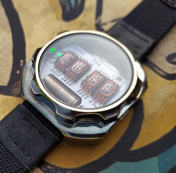 Наручные часы-дозиметр в духе Fallout