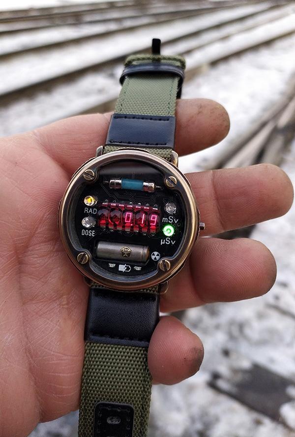 Наручные часы-дозиметр по мотивам METRO 2033