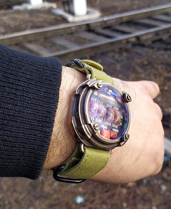 Наручные LED часы-дозиметр METRO Exodus, версия под ремешок 'Nato'