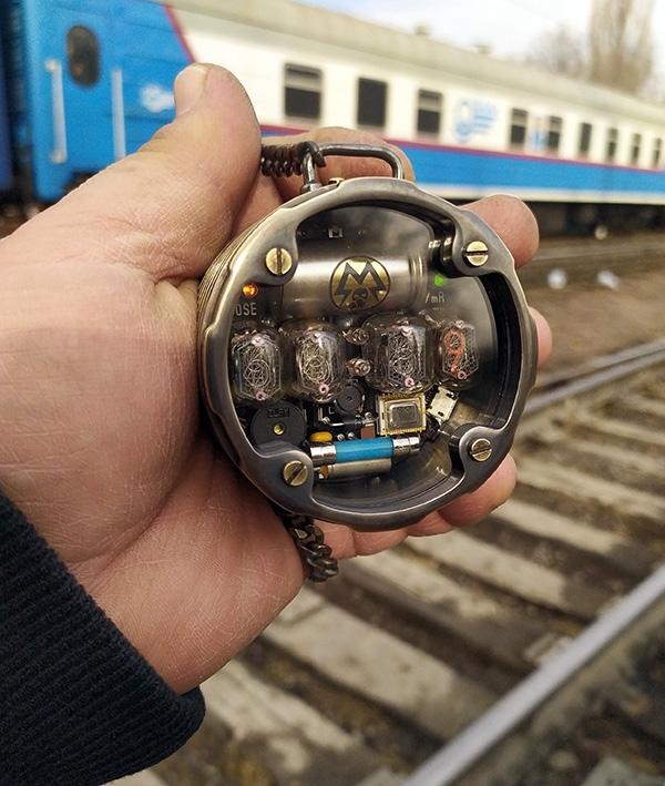 Карманные часы-дозиметр METRO 2033