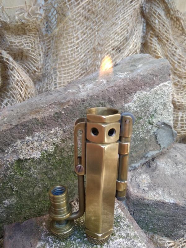 Зажигалка бензиновая