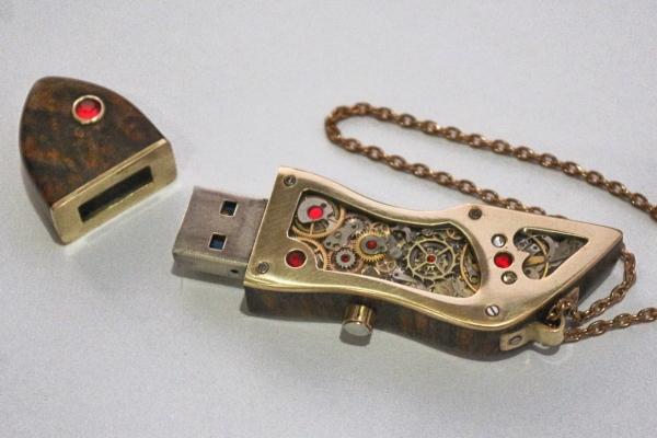 USB накопитель.