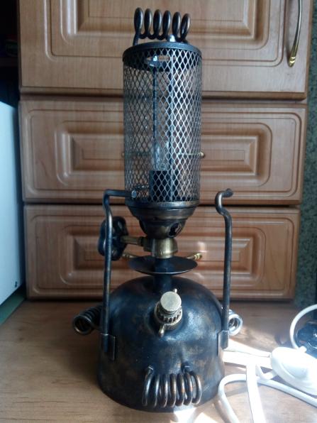 Светильник из керосиновой лампы.