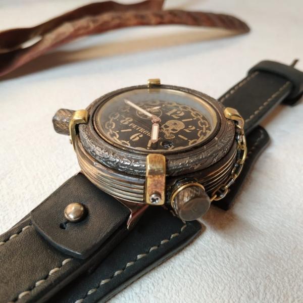 Часы в стиле стимпанк, на тему Romain Jerome 102